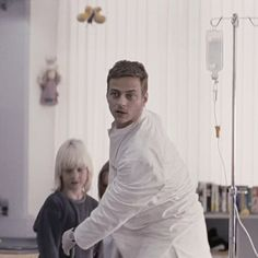 Screen caps of Tom Wlaschiha from the movie Die Wolke The movie it's from 2006, I hope you enjoy my screen caps  From https://www.facebook.com/tomwlaschihafanpage/