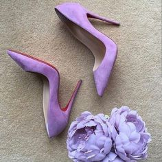 53 Everyday High Heels To Look Cool And Fashionable - Shoes Styles & Design Stilettos, Cute Shoes, Me Too Shoes, Louboutin Shoes, Shoes Heels, Christian Louboutin, Flat Shoes, Velvet Shoes, Purple Shoes