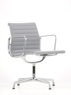 Aluminium Group #chair by Charles & Ray Eames, 1958