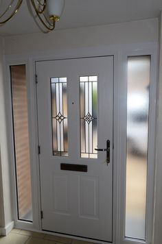 The Rockdoor Jacobean is the most popular composite door for your home. Similar to the Illinois with just as many glass designs, its a very popular door. Double Front Entry Doors, Craftsman Front Doors, Front Door Steps, Best Front Doors, Front Doors With Windows, Wooden Front Doors, House Front Door, Painted Front Doors, House With Porch