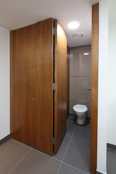Full height Alto cubicles manufactured in oak hardwood with a brown oak vertical grain veneer.   2 London Bridge, 2014