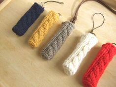 リップクリームホルダー:ボーダーバージョンを編みました - sunnyafternoonの編みもの Crochet Pencil Case, Baby Shawer, Crochet Keychain, Handicraft, Birthday Cards, Diy And Crafts, Knit Crochet, Crochet Patterns, Miniatures