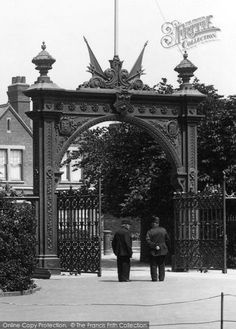 Photo of Grimsby, Entrance Gate, People's Park 1904 Old Pictures, Old Photos, Gower Peninsula, Entrance Gates, History Photos, Local History, Cumbria, Back In The Day, Old Town