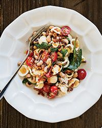 This orecchiette pasta with crisp bacon, tomatoes, black-eyed peas and spinach is a supereasy main course.