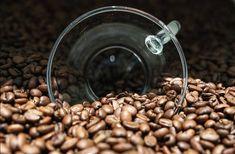 Káva, vďaka vysokému obsahu polyfenolov chráni pre vznikom cirhózy pečene. Pečeň funguje v tele ako veľká čistiareň a spolu s tráviacou sústavou tvoria základ pre detoxikáciu organizmu. Ľudia, ktorí pijú 4 alebo viac šálok denne majú až do 80% nižšie riziko, že by mohli ochorieť na cirhózu pečene. ☺️🙏☕ #dajsikavu #takeyourcoffee #Moak #moaklovers #coffeetime #coffeelovers #coffee #coffeeoftheday #coffeelove #italiancoffee #bratislava #coffeeworld #coffeeandhealth #healthypeople Beans, Vegetables, Coffee, Food, Kaffee, Essen, Vegetable Recipes, Cup Of Coffee, Meals
