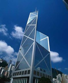 Bank of China in Hong Kong. Designed by IM Pei with feng shui master Dr. Famous Buildings, Amazing Buildings, Modern Buildings, Building Structure, Building Design, Beautiful Architecture, Art And Architecture, Feng Shui Master, Cityscape Wallpaper
