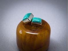 Boucles d'oreilles en argent, serties de pierres fines de turquoise, de couleur verte.  Bijou équitable fait à la main. Style jeune, sophistiqué et tendance.  Cadeau pour elle.