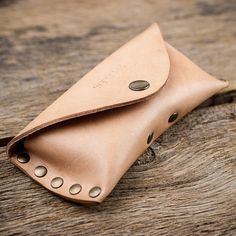 Your glasses stored safely.  Shapely. Stable. Practically. The werktat glasses case Sichtschutz WT0315 .  The semi-soft case is made from extra ston