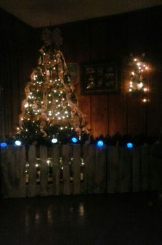 Baby proof your christmas tree with a picket (palet) fence! Christmas Tree Fence, Beautiful Christmas Trees, Merry Christmas To All, Winter Christmas, Fence Ideas, Deck The Halls, Toddlers, Home Improvement, Santa
