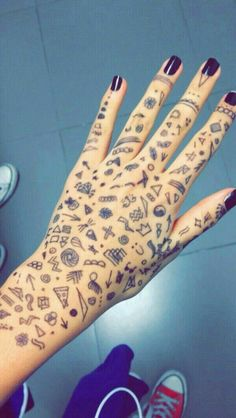 Hand Tattoos Grunge have been in varied types for hundreds of years, and a few of these tattoos have been … Kritzelei Tattoo, Doodle Tattoo, Tattoo Drawings, Drawings On Hands, Random Drawings, Samoan Tattoo, Mini Tattoos, Cute Tattoos, Tatoos
