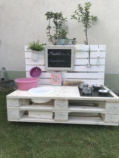 Matschküche - New Ideas Kids Outdoor Play, Kids Play Area, Backyard For Kids, Diy For Kids, Crafts For Kids, Banquette Palette, Mud Kitchen For Kids, Backyard Playground, Pallets Garden