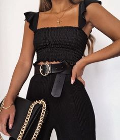 E n j o y l i f e black trendy crop top with high waisted black jeans and black designer bag all black outfit ideas for new york Street Style Outfits, Mode Outfits, Casual Outfits, Fashion Outfits, Fashion Trends, Travel Outfits, Woman Outfits, Trendy Black Outfits, Dress Outfits
