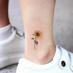 41 Amazing Sunflower Tattoos Ideas You& Love Effective Images We Practice . - 41 Amazing Sunflower Tattoos Ideas You& Love Effective images we offer about initial tattoo - Mini Tattoos, Dainty Tattoos, Little Tattoos, Body Art Tattoos, Tatoos, Finger Tattoos, Small Flower Tattoos, Sleeve Tattoos, Heart Flower Tattoo
