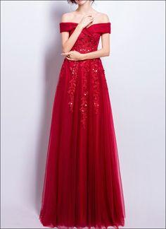 62902dc05d4 Rotes Abendkleid mit Camrnausschnitt und Spitze