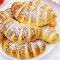 Drożdżówki z jabłkami Hot Dog Buns, Apple Pie, Pancakes, French Toast, Food And Drink, Bread, Baking, Breakfast, Recipes