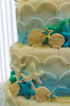 beach themed wedding cake details