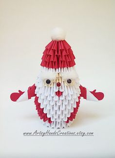 3D Origami Santa Claus. Origami Santa Claus. Paper Santa Claus. Handmade, decorative and unique item. Ideal for the season of Christmas. 🎄🎄🎄 Made in United States 🇺🇸 Each triangular pieces are hand-cut, carefully folded and glued together on the inside pockets for sturdiness.