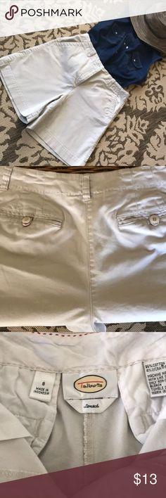 Talbots stretch size 8 kaki shorts. Talbots stretch, size 8, kaki shorts. Two back pockets with bottoms. 96% cotton, 4% lycra. Talbots Shorts Skorts