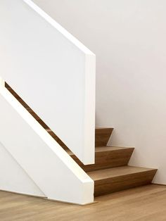 Is it a staircase wall or handrail? Staircase Handrail, Modern Staircase, Stair Railing, Staircase Design, Iron Staircase, Staircase Ideas, Railings, Basement Stairs, House Stairs