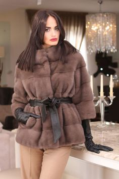 Made in Italy Furs and Fashion Boutique Winter Mode Outfits, Winter Fashion Outfits, Chic Outfits, Jacket Style, Fur Jacket, Fur Coat Outfit, Corporate Attire, Long Gloves, Fur Fashion