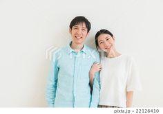 寄り添うカップル(30代)