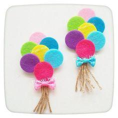 ♥ Tiryaki Hobby ♥: Felt baby candy / birthday magnet – bundle of balloons —— felt balloons - Decoration For Home Kids Crafts, Felt Crafts, Diy And Crafts, Arts And Crafts, Paper Crafts, Felt Flowers, Fabric Flowers, Baby Candy, Felt Baby