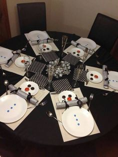 cute winter table setting, great for a children's table for Christmas, Thinking this might be in Parker's future. Christmas Table Settings, Christmas Tablescapes, Christmas Table Decorations, Tree Decorations, Christmas Candles, Christmas Projects, Holiday Crafts, Holiday Fun, Holiday Dinner
