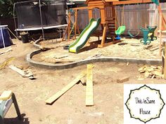 This inSane House: DIY Concrete Edger or Retaining Curb Concrete Landscape Edging, Concrete Edger, Concrete Curbing, Landscape Borders, Diy Concrete, Cement, Landscaping Tips, Garden Landscaping, Home Projects