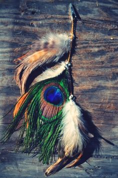Natural peacock feather hair clip by fancyThataccessories on Etsy Feather Hair Clips, Bohemian Jewellery, Feathered Hairstyles, Dressings, Jewelry Ideas, Peacock, Feathers, Icing, Owl