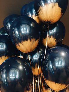 Черные воздушные шары с золотой краской на открытии магазина | Идеи для grand opening | Gold black brushed foil letter balloon grand open ideas