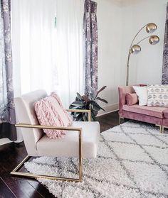 Modern Chic Living Room Decor: Modern Glam Chic Style Living Room Gold Velvet Luxe Home Glam Living Room, Living Room Modern, Living Room Designs, Living Room Decor Gold, Small Living, Blush Pink Living Room, Barn Living, Glam Room, Room Interior Design