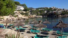 Pieni, jo huhtikuusta alkaen lomalaisia tervehtivä Paguera on oiva valinta rauhallista lomaa kaipaaville pariskunnille ja lapsiperheille. Kolmesta poukamasta muodostuva ranta hellii auringonpalvojia, ja monipuoliset harrastukset miellyttävät liikkuvia lomailijoita. #Mallorca #Aurinkomatkat #AurinkoMallorca Barcelona, Outdoor Furniture, Outdoor Decor, Sun Lounger, Spain, Indoor, River, Travelling, Home