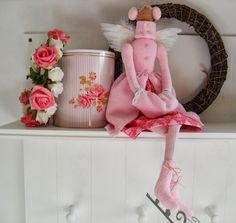 Precious pink ice skater Tilda!  From: Orquídea de Feltro