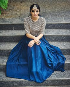 I think I have made my love for mang tikas very clear by now Outfit - available at Frock Fashion, Skirt Fashion, Fashion Dresses, Fashion Styles, Long Gown Dress, Lehnga Dress, Indian Party Wear, Indian Wedding Outfits, Pakistani Outfits