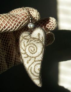 "By Helen Kolomoiets. Bead embroidery. Елена Коломоец. Cерьги ""Два ангельских крыла"". Вышивка бисером.   #АнгельскиеКрылья #вышивкабисером #бисерныесерьги #серьгиизбисера #ручнаяработа #эксклюзив  #BeadsEarrings #BeadEmbroidery #BeadEmbroideryEarrings  #ImitationJeweleryVintage #Exclusive  #Handwork #Beds #AngelWings Angel Wings, Beadwork, Brooch, Earrings, Jewelry, Ear Rings, Stud Earrings, Jewlery, Bijoux"