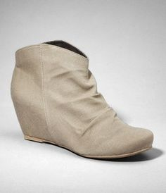 this would be so cute with straight legged jeans, or leggings! love this #fashion #shoes #cute