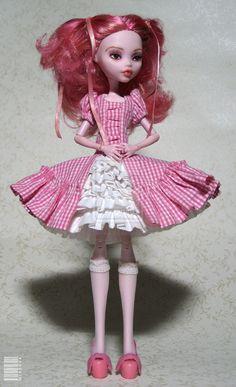 Monster High Draculaura OOAK by ~M-i-n-e-r-v-a on deviantART-- love that dress!