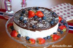 Skumkake til mai! Frisk, Cake Recipes, Birthday Cake, Sweets, Baking, Desserts, Food, Tailgate Desserts, Deserts