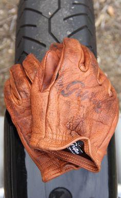 /// Grifter gloves