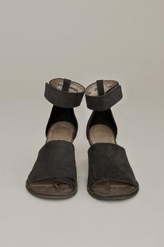 Humanoid sandals