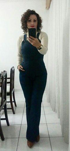 Blusa de gola role, jardineira jeans!