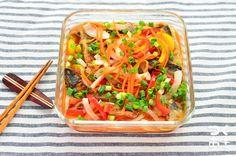 たっぷりの野菜と揚げ焼きにした、彩り豊かなさばの南蛮漬けです。野菜をレンジで柔らかくしてから調理すれば時短にもなります。仕上げにゴマ油を入れてもGOOD!お酢のパワーで夏バテも解消できますよ。