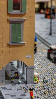 "Principal Square of Udine (Italy) = over than LEGO bricks - My personal tribute to ""UNESCO Monument symbol of peace Lego Moc, Lego Duplo, Legos, Lego Pictures, Amazing Lego Creations, Kitchen Design Open, Lego Trains, Lego Modular, Lego Construction"