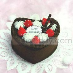 Sweet Strawberries Cake-shaped Nonwoven Storage Boxes Artifacts
