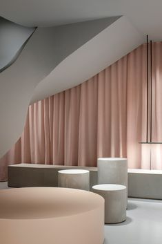 Francesc Rifé pairs raw concrete with pink fabric in ASH Mallorca shoe store Black Shelves, Metal Shelves, Pink Sheer Curtains, Mug Design, Space Projects, Curved Staircase, Inspiration Design, Curved Lines, Meditation Space