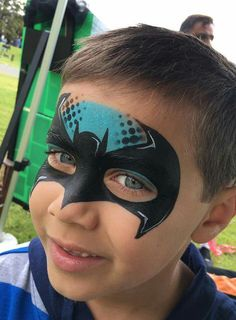 39 Batman Face Painting Ideas For Kids - Art Batman Face Paint, Spider Man Face Paint, Superhero Face Painting, Batman Painting, Face Painting For Boys, Face Painting Designs, Paint Designs, Silvester Diy, Christmas Face Painting