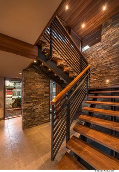 modern staircase designs to add aesthetics of your house page 8 Stair Railing Design, Home Stairs Design, Interior Stairs, Dream Home Design, Modern House Design, Home Interior Design, Rustic Staircase, Floating Staircase, Modern Stairs