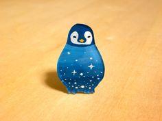 ♡×1000 銀河ペンギンのブローチ by miki アクセサリー コサージュ・ブローチ | ハンドメイドマーケット minne(ミンネ)