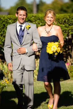 navy and gold wedding party, but I want pink flowers instead