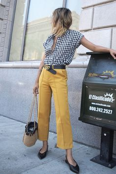 Picnic Alert: the vichy print promises to hit the next season Colored Pants Outfits, Yellow Pants Outfit, Fashion Weeks, Fashion Outfits, Summer Work Outfits Office, Cute Summer Outfits, Corporate Fashion, Street Style Summer, Spring Summer Fashion